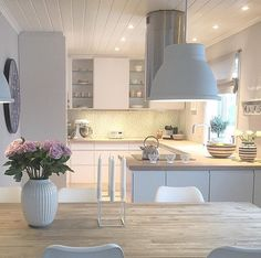 kitchen – About Home Decor Cosy Kitchen, Open Plan Kitchen Living Room, Kitchen Family Rooms, Home Decor Kitchen, Home Kitchens, Home Decor Inspiration, Decor Ideas, Kitchen Remodel, House Design
