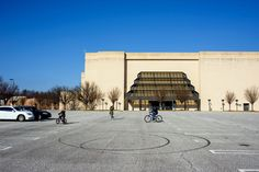 The Economics (and Nostalgia) of Dead Malls - NYTimes.com I like this picture.  Vallco Park hangs on by its fingernails.