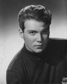 So young ⭐William Shatner - Stratford Festival ⭐Captain Kirk Star Trek. Star Trek Crew, Star Trek Ships, Star Trek Tos, Star Wars, William Shatner, Herbert Lom, Perry Rhodan, Star Trek Captains, Star Trek