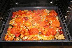 Nimic nu-i mai bun pentru o cină de primăvară decât o porție gustoasă de legume sote la cuptor. Legumele se combină excelent, se întrepătrund aromele în timpul coacerii și sunt mult mai savuroase decât legumele fierte sau prăjite. Legumele sote la cuptor sunt o alternativă sănătoasă celor preparate la tigaie. Preparați această mâncare delicioasă de … Meat, Chicken, Cooking, Ethnic Recipes, Food, Meal, Salads, Beef, Kochen
