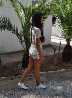 love this summer look with white converse
