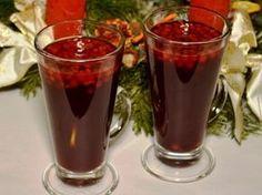 Karácsonyi rumpuncs - 5 dl testes dl narancslé dl Lipton Gold fekete tea dl rum evőkanál cm narancshéj a fehér része db szegfűszeg cm fahéj db narancs karika db lime My Recipes, Recipies, Cooking Recipes, Cocktail Drinks, Cocktails, Xmas, Christmas, Pint Glass, Drinking