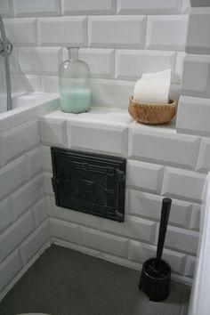 W domu Marty: Cegła w kuchni - mieszkanie Izy Toilet Paper, Spa, Vanity, Bathroom, Dressing Tables, Washroom, Powder Room, Vanity Set, Full Bath