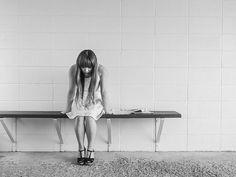 Fármacos antiinflamatorios similares a los utilizados para tratar enfermedades como la artritis reumatoide y la psoriasis podría emplearse en el futuro para tratar algunos casos de depresión, según concluye una revisión dirigida por la Universidad de Cambridge, en Reino Unido, que implica aún más a nuestro sistema inmunológico con los trastornos de salud mental. Noticias, última hora, vídeos y fotos de Salud - Enfermedades en lainformacion.com