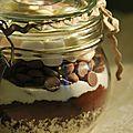 Dans un joli bocal versez successivement et délicatement: -20 g de Chocolat en poudre type Nesquik -15 g de cacao -25 g de lait en...