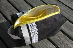 Meikkipussin / penaalin ompeluohjetta on kysytty useasti eikä sellaista oikein löydy suomeksi. Lisäksi sellaisen vuoritetun pussukan ohjetta...