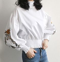 NANING9 ブラウス・シャツ フラワー刺繍ブラウス 、 刺繍ポイントバルーン袖ブラウス(2)