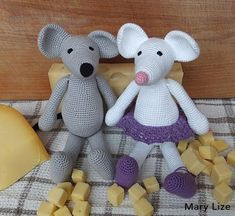 A free crochet pattern of Fons and Nelle mouse. Do you also want to crochet Fons and Nelle mouse? Read more about the pattern. Crochet Gratis, Cute Crochet, Crochet Yarn, Giraffe Crochet, Crochet Mouse, Easter Crochet Patterns, Crochet Amigurumi Free Patterns, Plush Pattern, Sewing Toys
