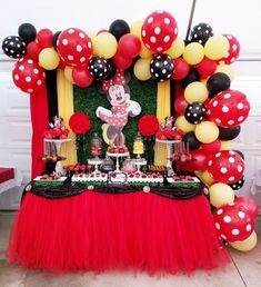 Red Birthday Party, Minnie Mouse Birthday Decorations, Minnie Mouse Balloons, Minnie Mouse Theme Party, Red Minnie Mouse, Mickey Mouse Clubhouse Birthday, Mickey Mouse Parties, Mickey Mouse Birthday, Disney Parties