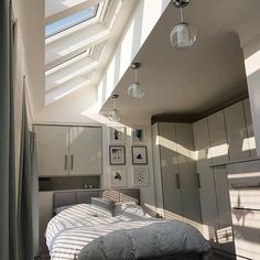 6 connected VELUXskylights and knock down the dividing wall into the box room to really open up the space. 👍☀️😍 // 6 povezanih strešnih oken in povišan strop za povečanje prostora. Bedroom Door Design, Home Room Design, Room Ideas Bedroom, Bedroom Decor, Minimalist Room, Aesthetic Room Decor, Dream Rooms, Beautiful Bedrooms, House Rooms