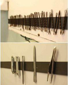 Ikke rot bort hårnålene! Heng opp en magnetskinne og putt enkelt opp ting som: hårnåler, neglesaksen, neglefiler og annet smått fra baderommet.