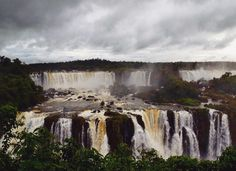 Waterfalls make me unbelievably happy and calm  Posso ficar aqui por todo tempo.  #waterfall #studyabroad #Brazil #ilovebrasil #naturegeography #travel #visitbrasil #iguaçu #studentnomad #sentimental by k_davis2013