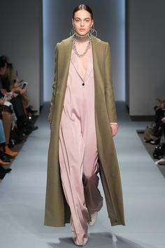 Zimmermann Fall 2016 Ready-to-Wear Fashion Show  http://www.theclosetfeminist.ca/  http://www.vogue.com/fashion-shows/fall-2016-ready-to-wear/zimmermann/slideshow/collection#11