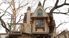 The Best Tree House Ever  A Magical #Tree #House Lights Up for #Christmas An incredible tree house takes things up a notch for the holidays. Take a tour, meet the architect, the kids, and see how it came to be.