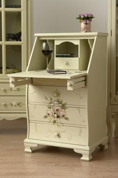 Stylowy sekretarzyk malowany w róże / Four lovely dressing table with drawers