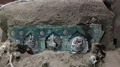Σπουδαία ανακάλυψη στην Πομπηία: Στο φως άθικτο ρωμαϊκό άρμα – Δείτε φωτογραφίες