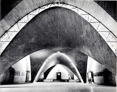 Iglesia de San Antonio de las Huertas, San Cosme, México DF 1956.  Arquitectos: Enrique de la Mora Y Fernando López Carmona. Cálculo y Construccion: Félix Candela.