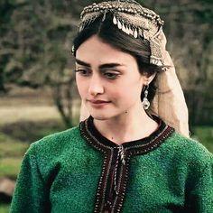 Hijab Turban Style, Esra Bilgic, Arabian Women, Head Jewelry, Ankle Jewelry, Muslim Beauty, Hijabi Girl, Turkish Beauty, Cute Girl Photo