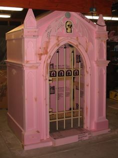Is it wrong that I wish this was the door for my bedroom? I know its not finished and its not supposed to be pink but I LOVE the pink! : Mausoleum in progress - HauntForum halloween tombstones ideas Halloween Yard Props, Halloween Tombstones, Halloween Graveyard, Halloween Yard Decorations, Halloween Items, Halloween 2016, Outdoor Halloween, Halloween Projects, Holidays Halloween