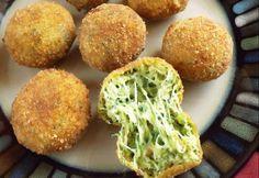 Sajtos cukkinigolyók recept képpel. Hozzávalók és az elkészítés részletes leírása. A sajtos cukkinigolyók elkészítési ideje: 28 perc