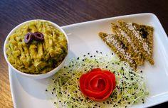 Salata de vinete cu avocado si turmeric Healthy Foods, Healthy Recipes, Risotto, Dips, Grains, Cooking, Ethnic Recipes, Fine Dining, Kitchen