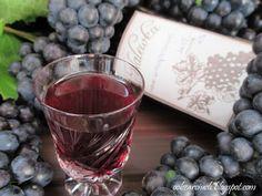 Obżarciuch: Nalewka z ciemnych winogron Irish Cream, Red Wine, Shot Glass, Alcoholic Drinks, Blog, Schnapps, Alcoholic Beverages, Alcohol, Shot Glasses