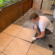 Tento spôsob je najobľúbenejší a to aj z dôvodu že sa pokládka stáva dostupná aj pre laika. Realizuje sa prostredníctvom plastových terčov. Tile Floor, Flooring, Crafts, Manualidades, Tile Flooring, Wood Flooring, Handmade Crafts, Craft, Arts And Crafts