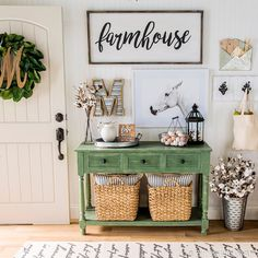 We LOVE a good entryway and this one takes the cake on farmhouse style!