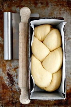 Pan Brioche per i pigri. Lory, notice the paper liner. No more stuck brioche! Bread Recipes, Cooking Recipes, Bread And Pastries, Bread Baking, Food Inspiration, Italian Recipes, Love Food, Sweet Recipes, Donuts