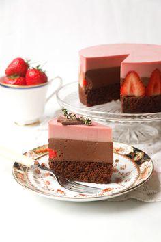 Strawberry Chocolate Torte (vegan & gluten-free) - Nirvana Cakery