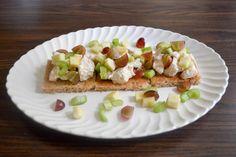http://www.averynicerestaurant.com/chicken-salad-toast/