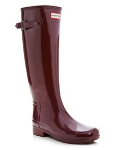 Hunter's unmistakable signature rain boot is cast in a more tailored silhouette…