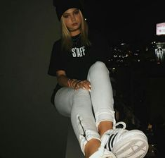 Picture of Jordyn Jones Creative Photoshoot Ideas, Brandon Rowland, Jordan Jones, Foto Casual, 80s Outfit, Insta Photo Ideas, Poses For Pictures, Photos Tumblr, Just Girl Things