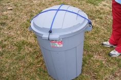 DIY Composting Bin...not sure about the part where you have to roll it around.  I'd rather have something that will just do it's own thing.  I'll keep looking for more ideas. -HF