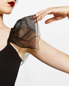 Imagen 6 de CAMISETA TUL de Zara Fashion Details, Diy Fashion, Ideias Fashion, Fashion Dresses, Womens Fashion, Fashion Design, Sleeves Designs For Dresses, Sleeve Designs, Blouse Designs