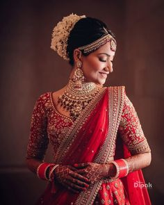 Time-Honoured Choker Necklace Designs That'll Complement Your Bridal Looks - 17 wedding Indian bridal ideas Indian Bridal Photos, Indian Bridal Outfits, Indian Bridal Fashion, Indian Bridal Wear, Indian Dresses, Bridal Dresses, Bridal Pictures, Wedding Lehenga Designs, Designer Bridal Lehenga