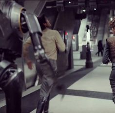 Do you recognise this place? The new Star Wars spin-off Rogue One was filmed at Canary Wharf tube station and the new trailer is out now. #london #igerslondon #lovelondon #thisislondon #lovelondon #london_only #londontown #londoncalling #londoner #londoncity #londonbaby  #londonlive  #londonlove #londonbound #londoners #londonist #londonliving #londonstreets #travel #canarywharf by londonupdates
