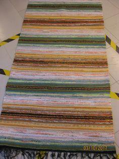 Jyväskylän kansalaisopiston kudontaryhmien kudonnaisia Rag Rugs, Scandinavian Style, Pattern Design, Weaving, Textiles, Tear, Colour Palettes, Fabric, Farmhouse Rugs
