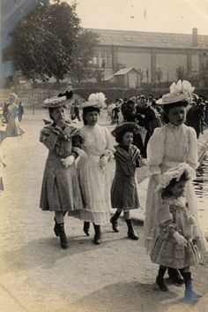Paris, Tuileries Gardens, 4th June 1906 | 1905-1908: Edwardian Street Fashion in London and Paris