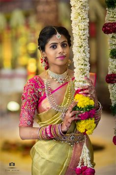 Bride Poses, Gold Wedding Jewelry, South India, Wedding Moments, Indian Fashion, Desi, Wedding Photography, Saree, Photo And Video