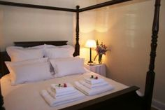 De Kothuize 16 is situated in Graaff-Reinet, the fourth-oldest town in South Africa, with 250 plus declared national monuments. This self-catering Two Bedroom, Bedrooms, Single Beds, Shared Bathroom, Monuments, Old Town, King Size, South Africa, Catering