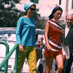 Jacqueline Kenney Onassis (AKA Jackie O)'s best fashion and style moments, as First Lady Of The United States. Estilo Jackie Kennedy, Jackie O's, 20th Century Fashion, Pretty Woman, Cool Style, In This Moment, Lady, United States, Womens Fashion