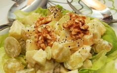 Perinteikäs Waldorfin salaatti syntyi nimensä mukaisesti New Yorkin Waldorf-hotellin ravintolassa 1890-luvun loppupuolella. Waldorfin salaattiin kuuluu yleensä ainakin tuoreita omenoita, selleriä ja saksanpähkinöitä, joskus myös kanaa tai kalkkunaa.