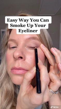 Makeup Tips Natural Look, Simple Makeup Tips, Beauty Makeup Tips, Eyeshadow Tips, Eyeshadow Looks, Best Eyeshadow Primer, Blending Eyeshadow, Eyeshadow Makeup, Smoke Eye Makeup