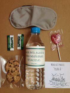 Guest room-water, sleep mask (craft store), gum/mints, cookies, and wifi password Wedding Cards, Wedding Favors, Wedding Gifts, Candle Wedding Centerpieces, Wedding Decorations, Wedding Photography Checklist, Ideas Para Fiestas, Vintage Bridal, Creative Gifts