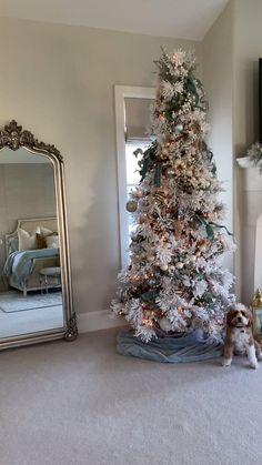 Luxury Christmas Decor, Black Christmas Tree Decorations, Cute Christmas Ideas, Black Christmas Trees, Christmas Tree Inspiration, Woodland Christmas, Beautiful Christmas Trees, Christmas Mantels, Elegant Christmas