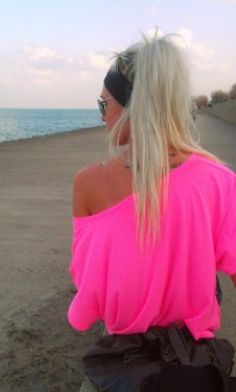 Neon off shoulder top perfect for beach♡ Barbie, Neon Pink Shirts, Summer Outfits, Cute Outfits, Neon Outfits, Summer Clothes, Vogue, Estilo Fashion, Swagg