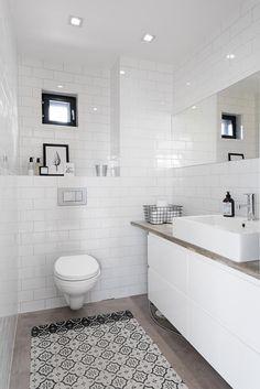 Bath Room Decor Ideas – Picture Ideas – Home Decorations, Closet Organization Bathroom Toilets, Laundry In Bathroom, Diy Bathroom Decor, Modern Bathroom, Simple Interior, Bathroom Wallpaper, White Decor, Room Inspiration, Chandelier