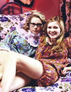 Michelle Williams and Kirsten Dunst (1999),