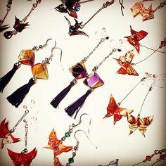 折り紙ピアスの作り方 How to make origami earrings Origami Jewelry, How To Make Origami, Diy Accessories, Garland, Jewelry Making, Paper Crafts, Drop Earrings, Japanese Style, Handmade